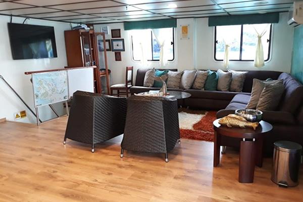 Anahi Galapagos Catamaran - Lounge