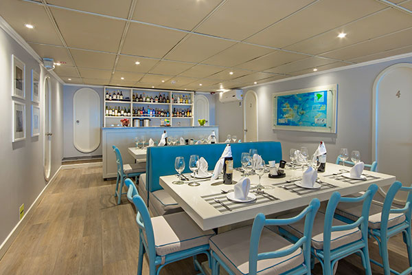 Archipell Galapagos Catamaran  - Dining Room
