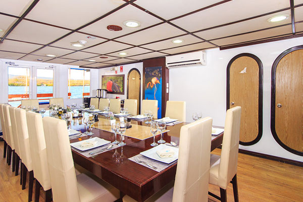 Archipell Galapagos Yacht - Dining Room