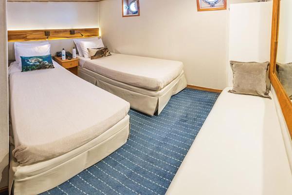 coral galapagos yacht cabin