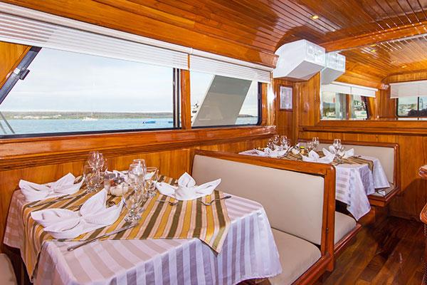 Dining room at Estrella del Mar Galapagos Yacht