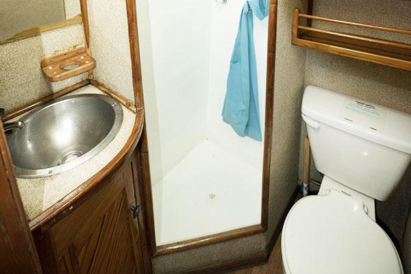 Bathroom at Fragata Galapagos Yacht