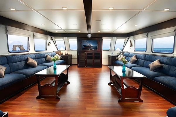 Lounge - Galapagos Master Cruise Boat