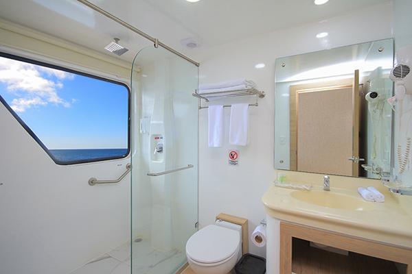 Ensuite bathroom at Queen Beatriz Galapagos Cruise
