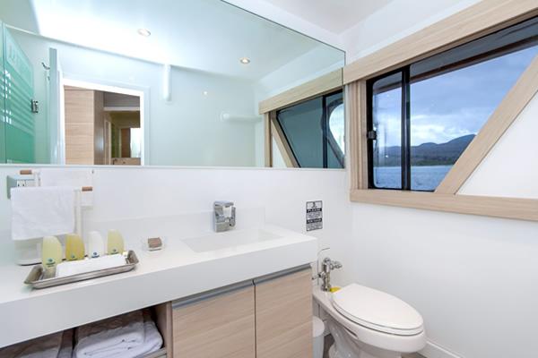 Ensuite Bathroom - Oddysey Galapagos Yacht