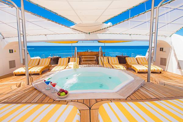 Outdoor Jacuzzi - Petrel Catamaran Galapagos
