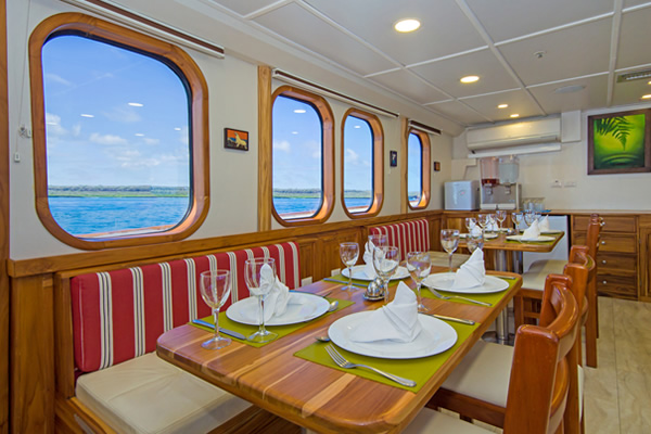Dining room - Tip Top IV Yacht